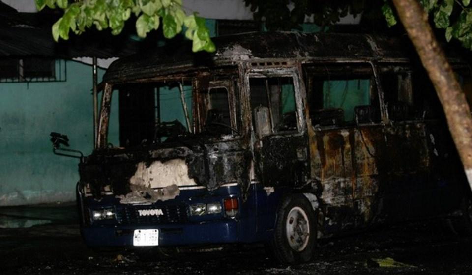 2010 yılındaCarlos Oswaldo Alvarado tarafından yakılan otobüs