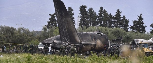 cezayir askeri kargo uçak110418.jpg