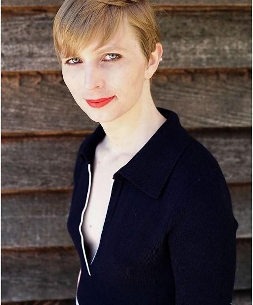 Chelsea Manning serbest kaldıktan sonra sosyal medyada daha sık görülmeye başladı.