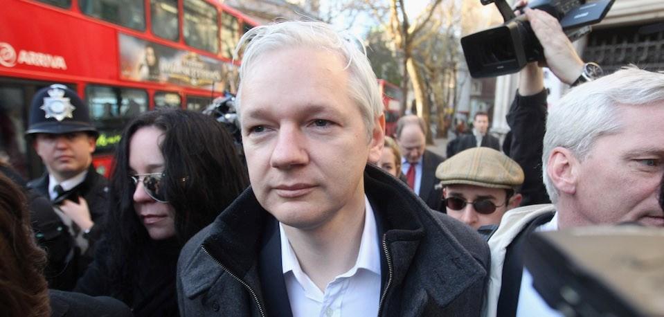 WikiLeaks'in kurucusu Jullian Assange, İsveç'e iade kararının ardından 19 Haziran 2012'de sığındığı Ekvador'un Londra Büyükelçiliği'nde yaşıyor.