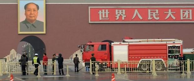 Çin'de araç yayaların arasına daldı: 5 ölü