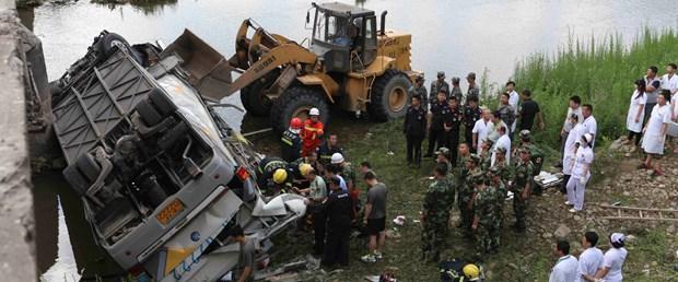 china otobüs kazası.jpg