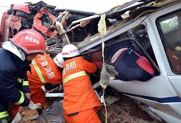 Kazada 35 kişinin yaşamını yitirdiği, yaralıların hastanede tedavi altına alındığı, 5 kişinin durumunun kritik olduğu kaydedildi.