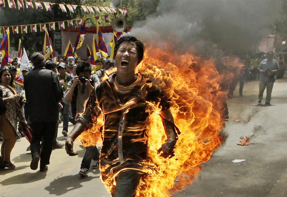 Çinlilerin Protesto eylemleri resimleri ile ilgili görsel sonucu