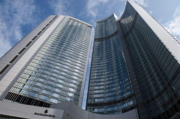 Çinli milyarder en son iki kadın korumasıyla birlikte Hong Kong'daki Four Seasons Hotel'de görülmüştü.