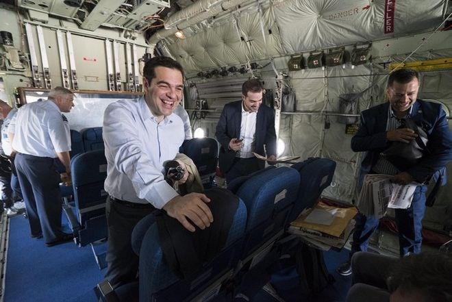Çipras C-130 nakliye uçağıyla seyahat etti