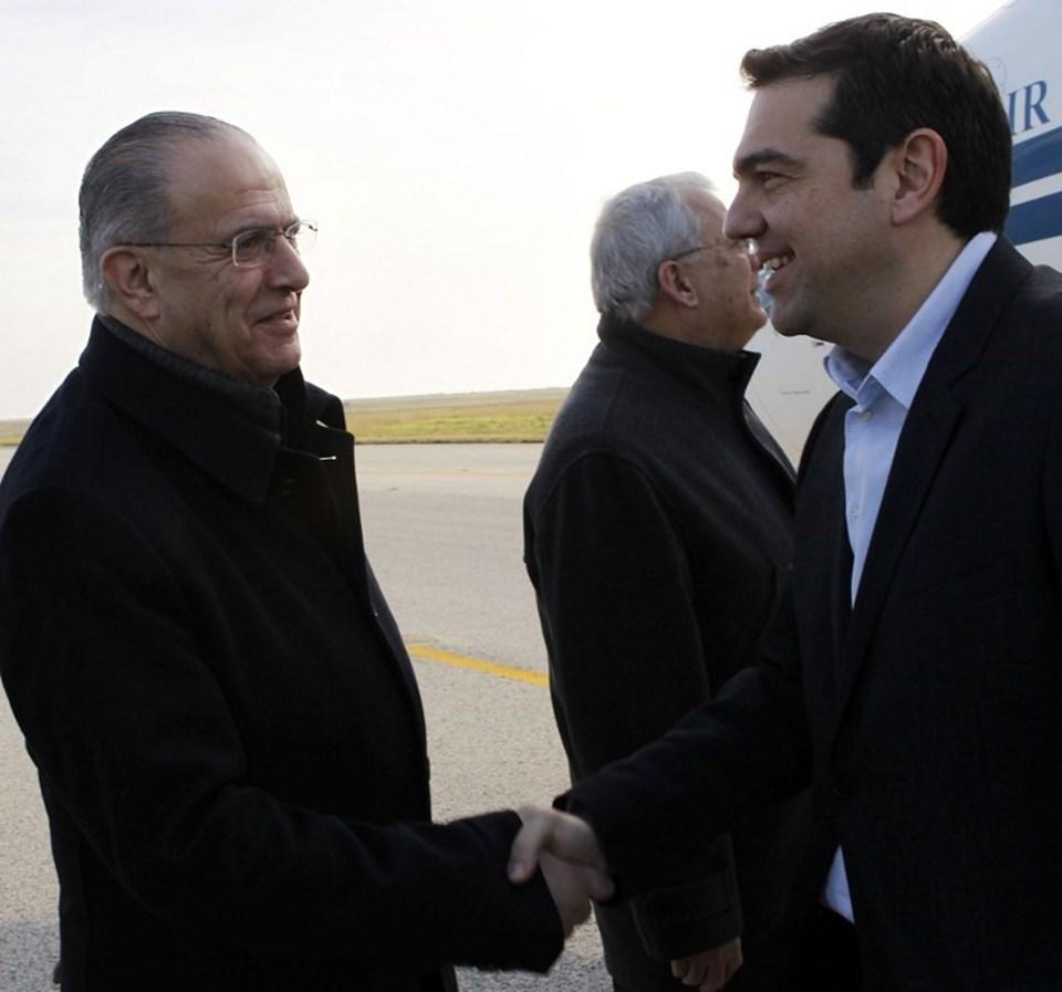 Yunanistan Başbakanı geleneği bozmadı ve ilk ziyareti Güney Kıbrıs'a gerçekleştirdi.