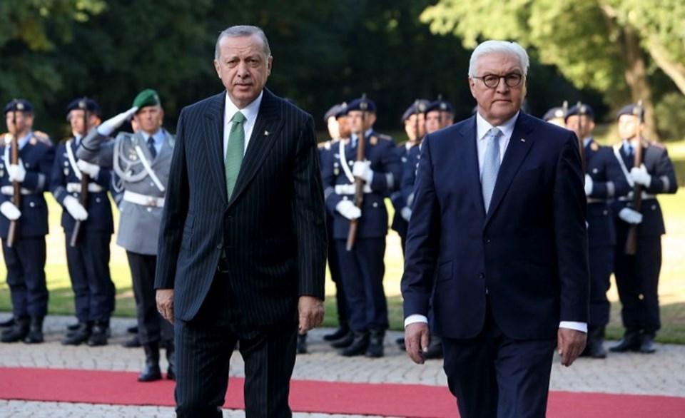 Almanya'ya ilk devlet ziyaretini gerçekleştiren Cumhurbaşkanı ErdoğanBellevue Sarayı'nda askeri törenle karşılandı.