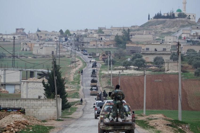 El Kaide'nin Suriye kolu El Nusra Cephesi'nin Suriye'de 5-10 bin militanı olduğu belirtiliyor. Örgüt İdlib ve Deyrizor kentlerinde üstlenmiş durumda.