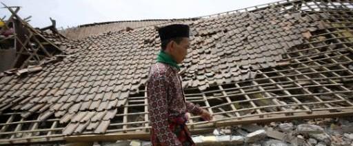 Endonezya depreminde ölü sayısı 63'e yükseldi