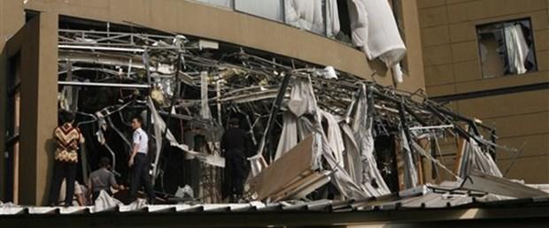 Endonezya'da iki otelde patlama: En az 9 ölü