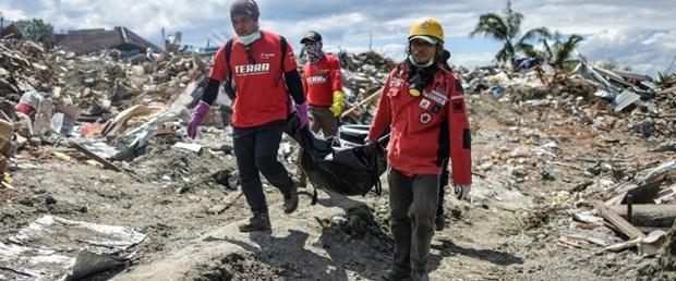 endonezya deprem101018.jpg
