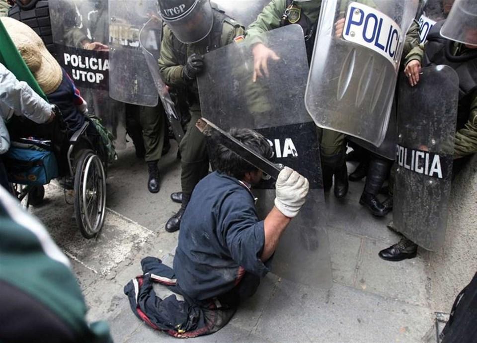 Engelliler polisle çatıştı