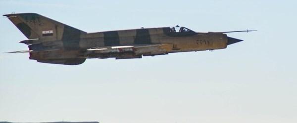 suriye askeri uçak rakka220717.jpg