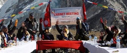 Everest'in tepesinde bir hükümet