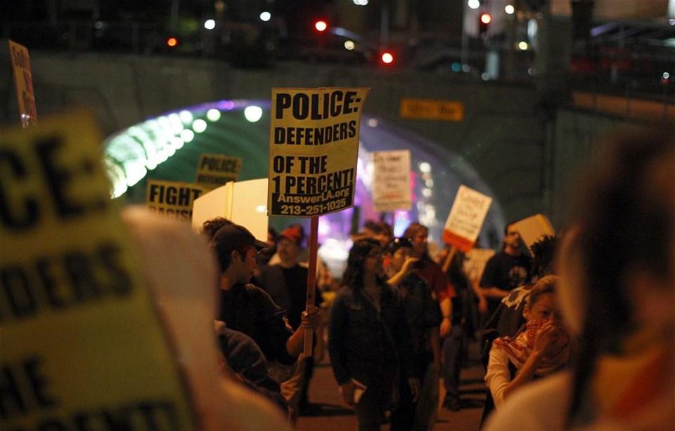Eylemcilerden ABD limanına baskın