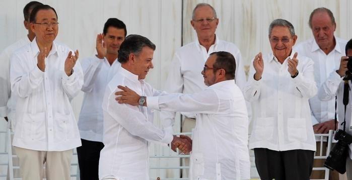 Kolombiya Devlet Başkanı Santos Nobel Barış Ödülü'ne layık görülmüştü