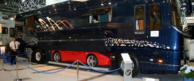 Ferrari garajlı lüks otobüs