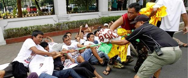 Filipinler eski diktatörün kasasını boşaltıyor