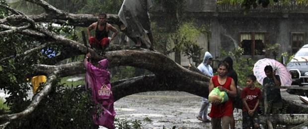 Filipinler'i Bopha tayfunu vurdu: 43 ölü