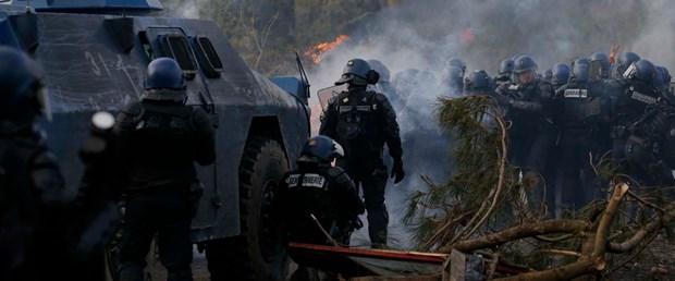 2018-04-15T171719Z_1344867330_UP1EE4F1C0U9N_RTRMADP_3_FRANCE-POLICE-SQUAT-PROTEST.JPG