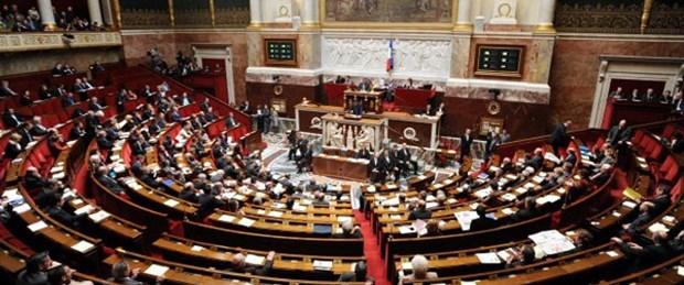 Fransa'da hükümet güven oyu aldı