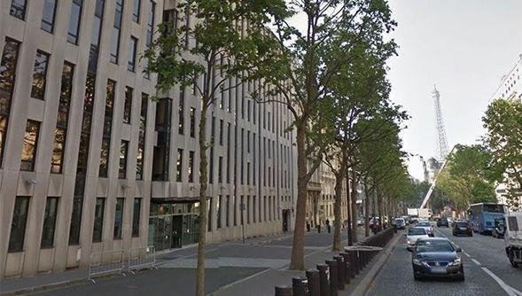 Paris'teki IMF ofisine içinde patlayıcı olan bir zarf gönderildi. Zarfın patlaması sonucu bir kişi hafif yaralandı.