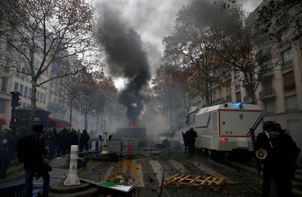 89 BİN POLİS, PARİS'İ ZIRHLI ARAÇLAR KORUYACAK