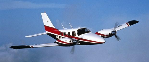iki motorlu Piper PA-34.jpg