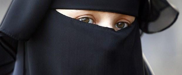 avusturya burka yasak fransız işadamı050218.jpg