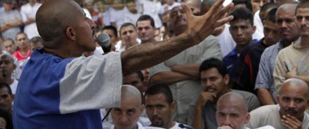 Fransızların yarısı 'ırkçı' çıktı