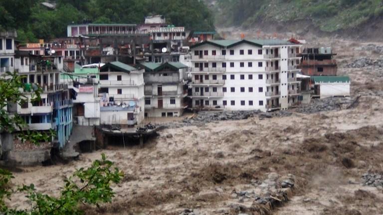 Ganj nehri taştı, evler yıkıldı