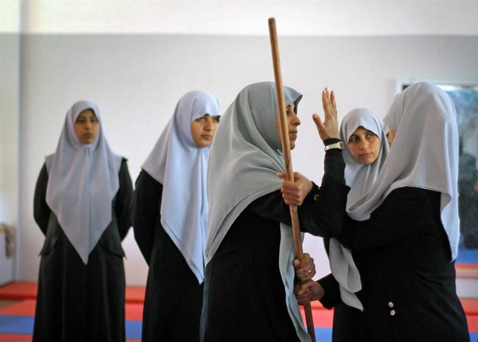 Gazze'de kadın polislere yakın dövüş eğitimi