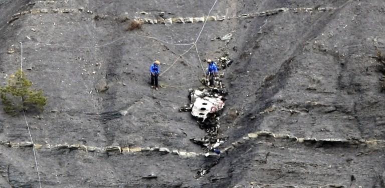 GermanWings'in Fransız Alpler'indeki kurtarma çalışmaları devam ediyor. Kurtarma ekipleri şimdiye kadar 80 kişinin DNA verilerini tespit etti.