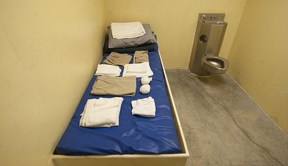 El Kaide ile bağlantılı olmakla suçlanan Suudi Arabistanlı Shaker Aamer 13 yıl Guantanamo üssünde böyle bir hücrede yaşadı.