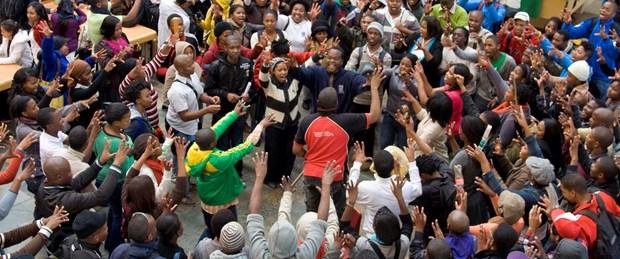 güney-afrika-öğrenci-protesto161015.jpg