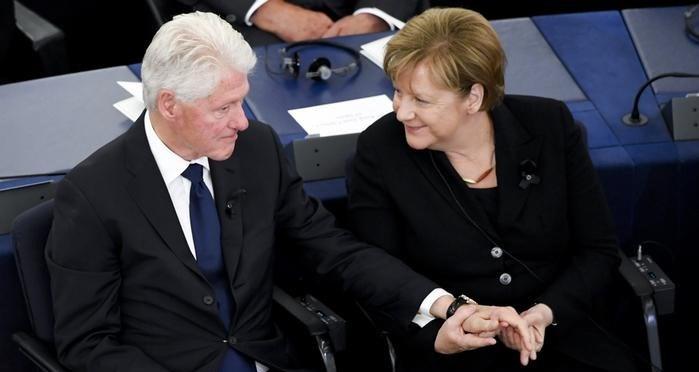 Merkel ve Clinton törende konuşma yaptı