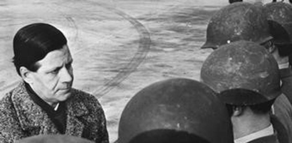 Helmut Schmidt, 1962'de eyalet içişleri bakanı olduğu sırada