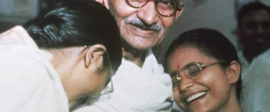 Hindistan Gandi'nin gözlüğünü geri istiyor