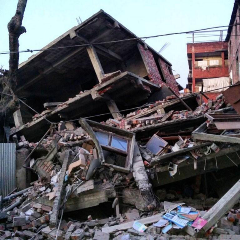 Hindistan'da 6.7 büyüklüğünde deprem