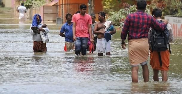 Hindistan'da aşırı yağışların bilançosu artıyor: 333 ölü