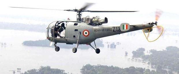 hindistan askeri helikopter061017.jpg