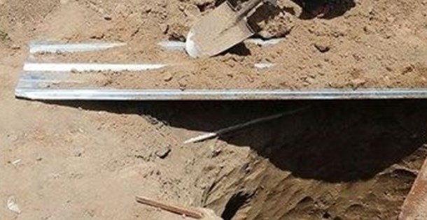Hindistan'da diri diri gömülen kız çocuğu mezardan sağ çıktı