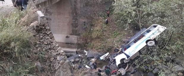 hindistan trafik kaza270317.jpg