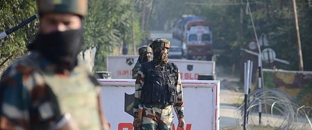 hindistan bombalı saldırı asker polis