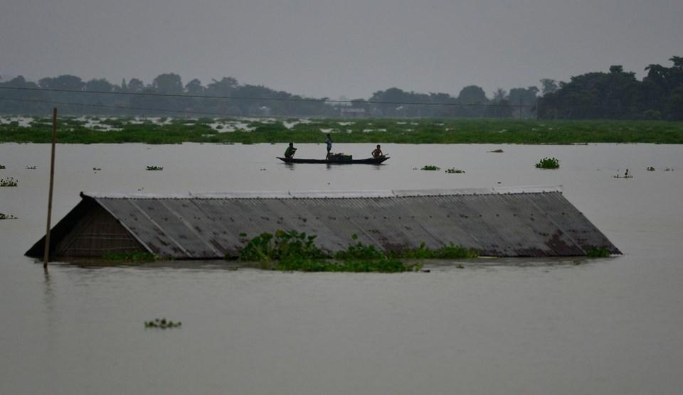 Hindistan'da sel 67 can aldı
