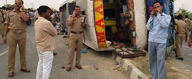 hindistan kaza otobüs100619.jpg
