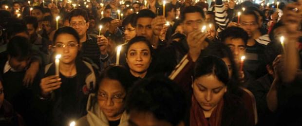 Hindistan'da yine toplu tecavüz skandalı