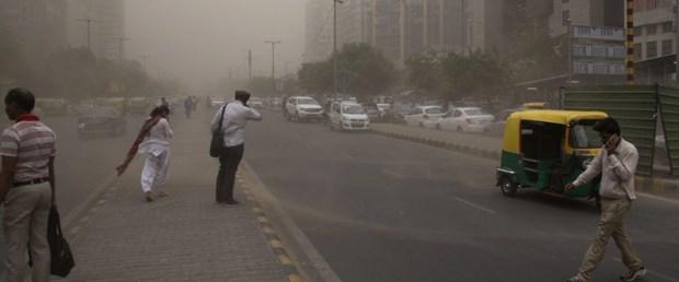 1525409580-india-dust-storm-960x540.jpg
