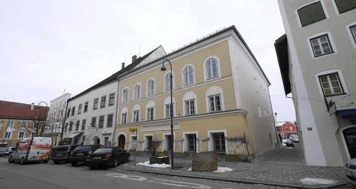 Avusturya'nın Braunau kasabasındaki Adolf Hitler'in doğduğu ve 3 yaşına kadar kaldığı ev